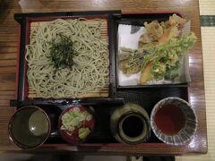 関越道の湯沢インターに乗る前に、越後湯沢駅前にある中野屋で天ぷらそばをいただく。