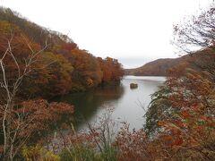 小野川湖。  こちらは湖畔へのアクセスがなかなか難しいというか、少しあぜ道まで入っていきました。
