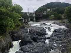 滝上町錦仙峡白亜の滝と虹の橋。