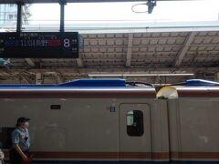 いつものように東京駅から。まだ人は少なめ、といった印象です。