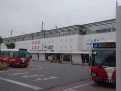 上田駅はコンパクトな感じ。商業施設は少なめ。