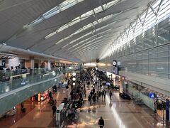 ★10:10 北海道への玄関、羽田空港へ。徐々に人出が戻りはじめましたが、まだまだ全盛期には程遠いかな…