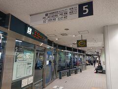 名古屋駅ほぼ隣接の名鉄バスセンター。 予約していた9時発の飯田行き高速に乗ります。 飯田行きのバスって需要があるのかなぁと思っていましたが…予想以上のお客さんです。途中、馬籠、昼神温泉などを経由するということもあるんでしょうね。