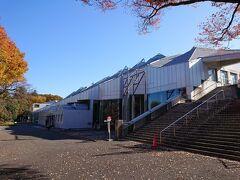 飯田市街地へ戻りましょうか。 飯田市美術博物館です。