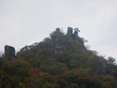 仙人が数人山頂にいるように見える仙人ケ岩です。