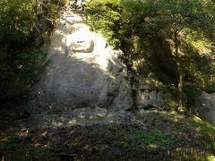 居岩石に刻まれた日本一の雄大な石仏・大日如来(約6.8m)と不動明王(約8m)をパノラマで撮影
