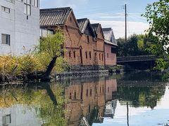 明治時代に建てられた赤レンガの建物が並ぶ並倉。