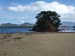 夢の小夜島。大島交流館前の海岸からすぐ。