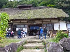 お腹がすいたので大内宿の名物そばを食べましょう。 数あるお蕎麦屋さんの中で選んだのはこちらの浅沼食堂。