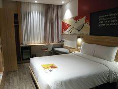 ホーチミン1泊目はホーチミン空港からホテルの送迎バスで5分ほどの「イビス サイゴン エアポート」。