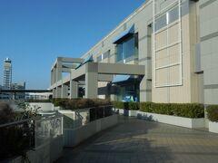 関西空港駅。海外旅行の時は鉄道駅に直結した第1ターミナルですが、今日はLCC専用の第2ターミナルへ。