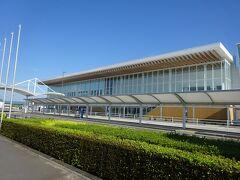 富士山静岡空港。ここに来たのは2回目。 空港名を書いた看板がどこにも見当たらないんですけど。
