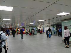スタートは新横浜駅  go toで旅行者、増えましたね。 でも高齢者の旅行者の姿は確実に減ってますねぇ。 以前はよく見かけたが最近は全然見ない。