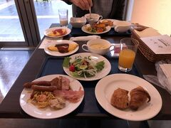 3日目朝、今日も朝食はホテルのビュッフェからスタ-ト。パンにしてみました。
