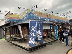 向かったのは立ち食い寿司の弁慶。 10:30の到着で、並ばずに入店。  11:00には入店待ちができていました。