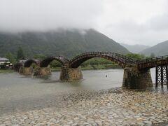 せっかく岩国まで来たので錦帯橋をサッと往復。すぐに錦川鉄道の終点、錦町駅に向かう。