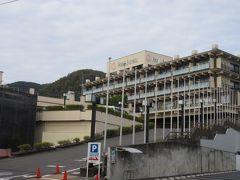 続いて道を進むと 飯坂温泉 飯坂ホテル聚楽  温泉街の小さな旅館の群れとは違って、ひときわ大きな威容です。 そういえばJR東のツアーにありました。
