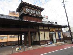 共同浴場の波来湯(はこゆ)  飯坂温泉には9つの共同浴場があり、波来湯(はこゆ)と鯖湖湯(さばこゆ)が目立つ建物です。  波来湯は新しくて2011年にできたもの  時間があれば、湯のはしごできるのに・・  家族から℡で、宿で部屋の説明があるからすぐに来るようにって・・ ご当地パンもご当地ラーメンも食べてないのに・・急がねば・・
