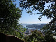 八畳岩に立ち寄りつつ、文学の小道を下って千光寺へお参り。