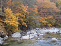 流れるのは前川。昨日行った姥湯温泉の奥が源流です。
