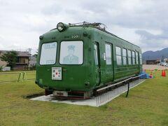 【秋田犬の里】 秋田犬の里には8月6日に渋谷から到着したばかりの東急・青ガエルとよばれる電車で止まっていました。 これから展示に向けた準備がはじまるようです。