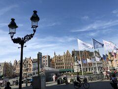 マルクト広場まではバスで移動。 グランプラスと同様、この広場にもギルドハウスが集まっている。