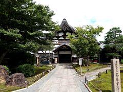 高台寺は、豊臣秀吉の妻であった「北政所(ねね)」が、豊臣秀吉の死後に菩提を弔うために建てた寺院で、ねねはすぐ近くにある圓徳院から毎日、高台寺に通っていたそう。