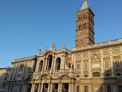 大聖堂はとても立派な外観で、中も荘厳なので、普通なら街のシンボルになっていると思います。しかし、ローマには観光名所が宝の山のようにあるので、この大聖堂がローマのシンボルにはなっておらず、いかにローマがすごい街かを改めて実感しました。