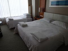広島に戻って、ホテルにチェックイン。今回はクラブフロアに泊まりました。