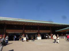 10分ほどの船旅を終えて、宮島に到着。こちらも20年ぶりの訪問です。