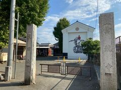 雲龍寺です。 お祭りで使う山車を保管する、大きな蔵があります。