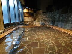 「湯の坂 久留米温泉」の露天風呂。
