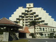 夕陽に間に合うように急いでホテルへ。 シェラトン沖縄サンマリーナホテル。