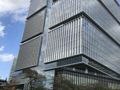 半蔵門線永田町駅7の出口を出て、すぐ右にある弁慶橋を渡ります。