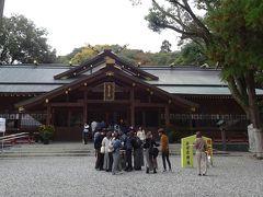 月讀宮から内宮に向かう途中、猿田彦神社に行きました。 参拝客多いなあと思ってたら、ちょうど七五三の時期でした。プチ振袖やミニジャケット姿のキッズたちがとっても愛らしかったです。  ここはいろんなものが8角形をしているらしくて、思わず8角形探しをしてしまいました。
