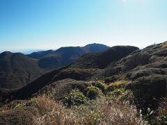 東には一昨日登った大船山、左端に平治岳。