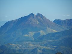 双耳峰の由布岳の美しい姿が。円錐形の整った形から豊後富士と呼ばれているのも頷けます。