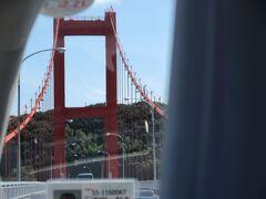 全長665 m , 幅10.7 m の橋下30m の迫力 青空に朱色が映えてきれいです。