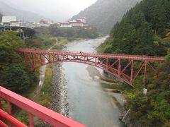 発車後すぐ「新山彦橋」を渡りますが、左側に見えるのは「山彦橋」です