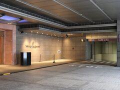 横浜駅西口出口から500m、3分。 本日の宿は、横浜ベイシェラトンホテル&タワーズ。