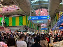 そして、近江町市場へ。 すっごい人。 人気店は、大行列。