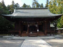上杉家の初代謙信公から12代斉定公まで、歴代藩主が眠っています。