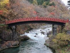【神橋】 少しだけど紅葉が残ってました