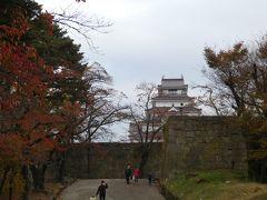 再び車を走らせて会津若松市内に入り、メジャースポットの鶴ヶ城へ。 週末ということで西出丸の市営駐車場は大賑わい。