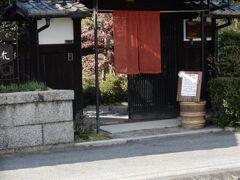 木津川のほとり、古民家を利用したお店です