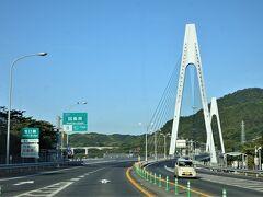 ループして、西瀬戸自動車道に乗りました。 これから因島(いんのしま)に渡ります。
