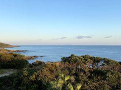 お天気の良い日だけに見える 黒島、硫黄島、開聞岳、大隅半島、種子島が 肉眼で見えました。  写真では、一部がかすかに映っている程度ですが・・・。