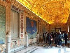地図の間です。イタリア各地の地図が飾られていました。