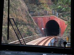 山陰本線には、歴史を感じるレンガ造りのトンネルがたくさん。
