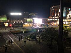 海浜幕張駅の北口へ移動しました。こちら側にはバスのロータリーがあります。
